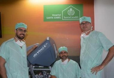 Intervenção robótica para tratamento de câncer de bexiga é realizada no Hospital Santa Izabel