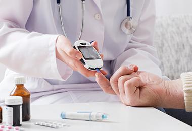 Controle glicêmico aumenta proteção de diabéticos contra Covid-19
